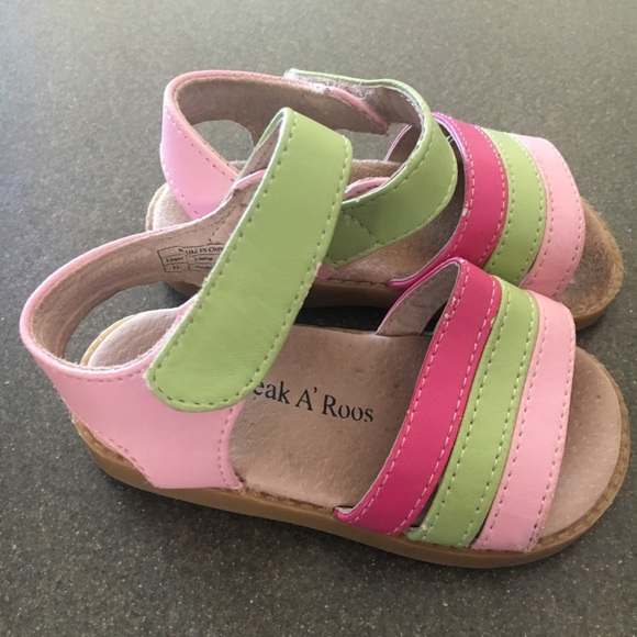e330c7ff57afb Size 6 Sneak a'Roos girls sandals